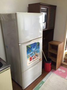 冷蔵庫、食器棚、本棚