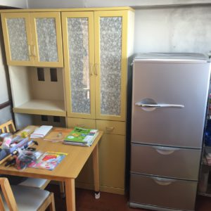 冷蔵庫、食器棚
