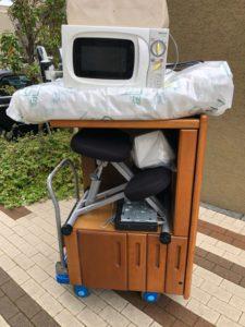 電子レンジ、掃除機、机、椅子、レコーダー