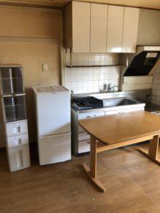 冷蔵庫、収納棚、食卓