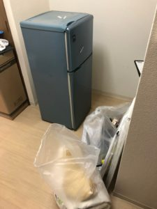 冷蔵庫、クッション、ハンガー、ビニール傘
