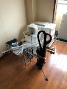 洗濯機、炊飯器、掃除機、収納ラック、掃除用具、傘、パソコン